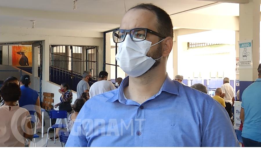 Imagem: secretario saude rodrigo ferreira foto ze roberto tv cidade Secretário de Saúde explica filas e pede calma à população de Rondonópolis