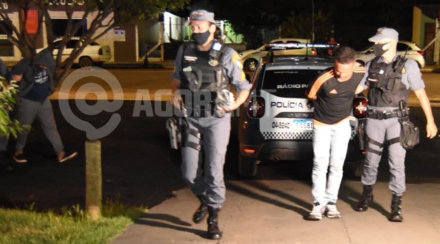 Imagem: suspeitos presos pm dp foto messias filho Com vasta ficha criminal, jovem é baleado em Rondonópolis