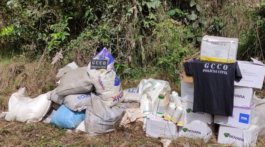 Imagem: 0 gcco 1 PC localiza R$ 150 mil em defensivos agrícolas em região de mata