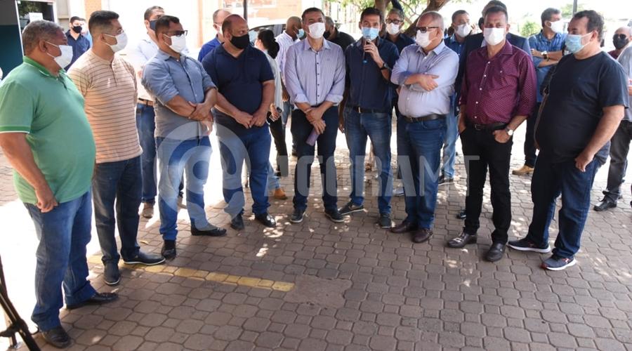 Imagem: 1bdeb9d8 203c 4f6b 83b3 83c999255b5b Caminhões para a coleta de lixo são entregues em Rondonópolis