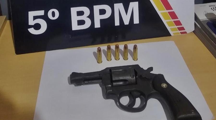 Imagem: 338ec7fc 6d68 46f5 87ae 612f8187e120 Arma e munições são apreendidas pela Polícia Militar