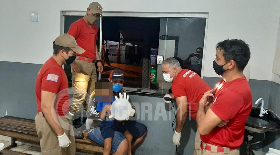 Imagem: 83a3fb12 92ad 4fb0 b864 e1e40f29d12f Bombeiros retiram peça de veículo presa em dedo de criança