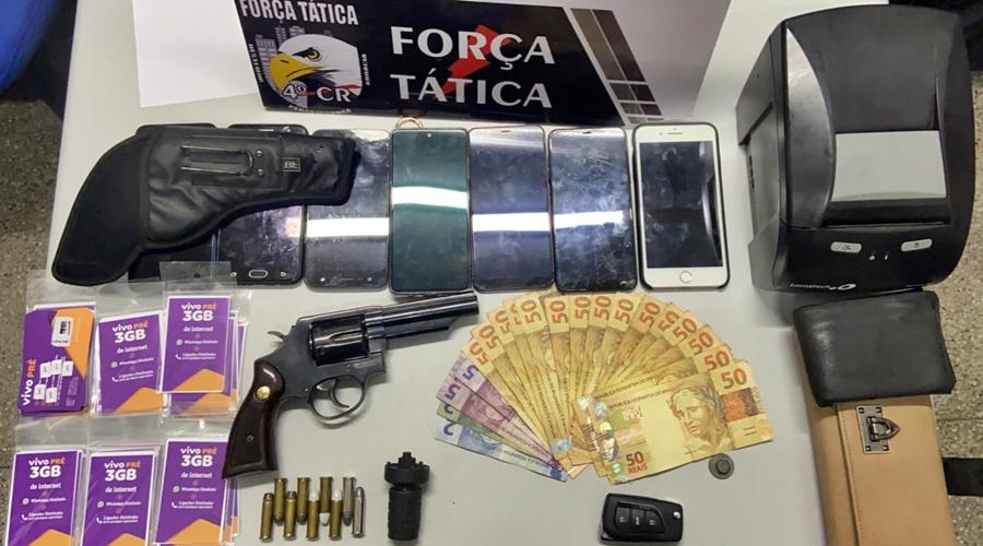 Imagem: 969629bf 501a 4918 9ad0 c327ec78edd2 Trio é detido com arma e munições no Parque Universitário