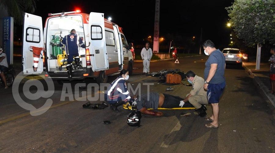 Imagem: A vitima foi encaminhada para o Hospital Regional Entregador tem fratura exposta em braço e perna após acidente