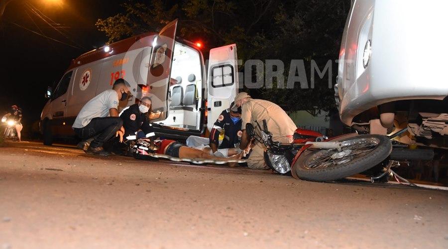 Imagem: Acidente no Parque Universitario Copia Mulher invade a preferencial e fica ferida após bater moto em Van
