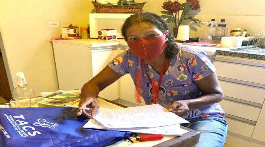 Imagem: Agente de saude volta a estudar Agente de saúde reconhece oportunidade de voltar a estudar com capacitação oferecida pela ALMT