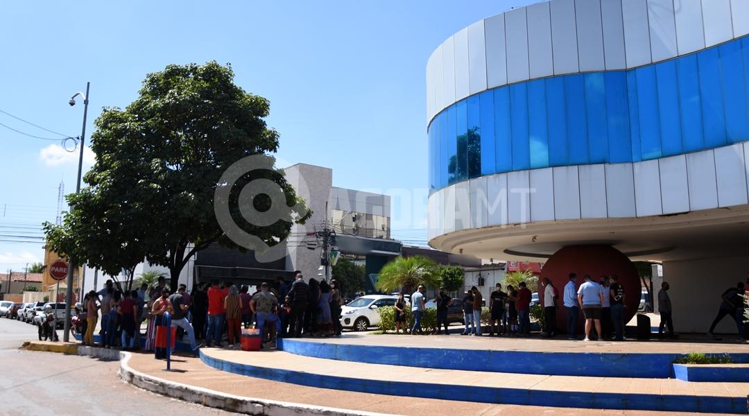 Imagem: Comerciantes fazendo protesto em frente a prefeitura Entidades vão realizar protesto contra restrições em Rondonópolis