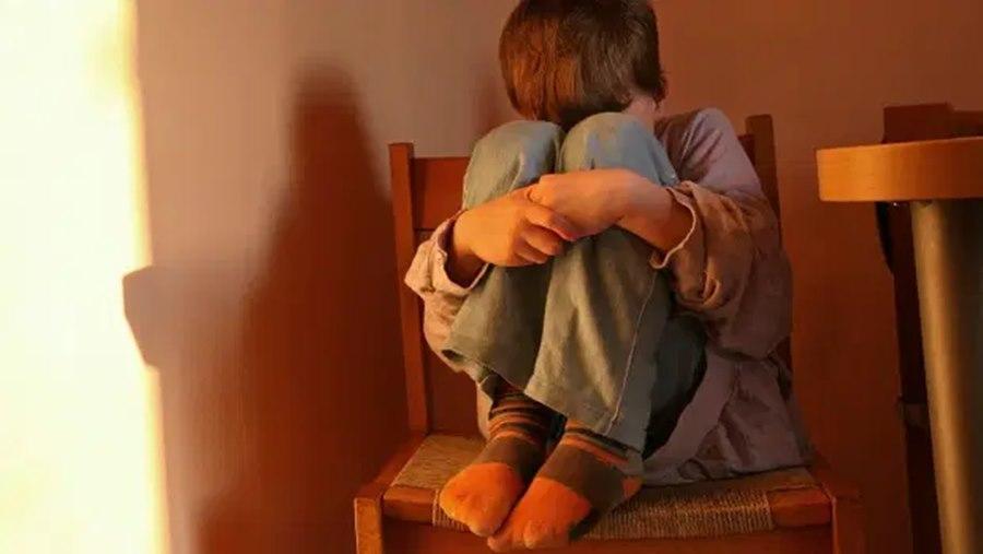 Imagem: Crianca com medo Mais de 100 mil crianças e adolescentes morreram vítimas de agressão
