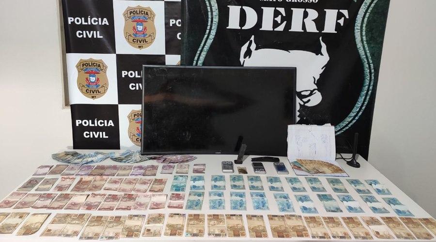 Imagem: Dinheiro e droga apreendida DERF prende dois suspeitos pelo crime de tráfico de drogas e receptação