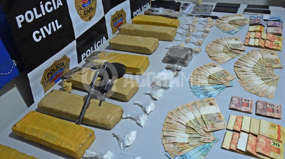 Imagem: Droga apreendida pela equipe da Derf no Jardim Serra Dorada em ROO Polícia Civil prende suspeito com guarda-roupa lotado de drogas
