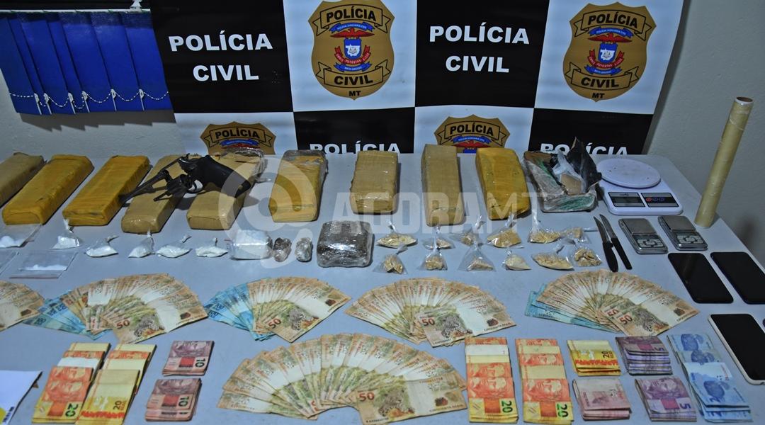 Imagem: Droga apreendida pela equipe da Derf no Jardim Serra Dorada Polícia Civil prende suspeito com guarda-roupa lotado de drogas