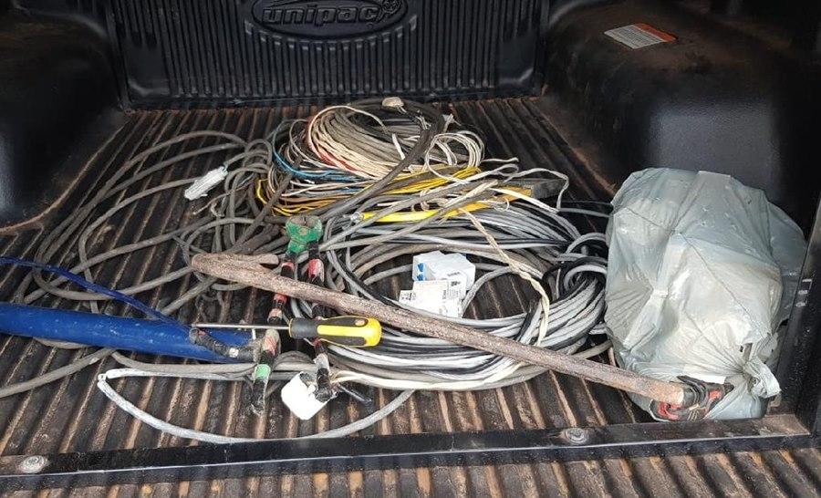 Imagem: Fios furtados Preso homem que furtou fios elétricos de posto de saúde e causou perda de vacinas