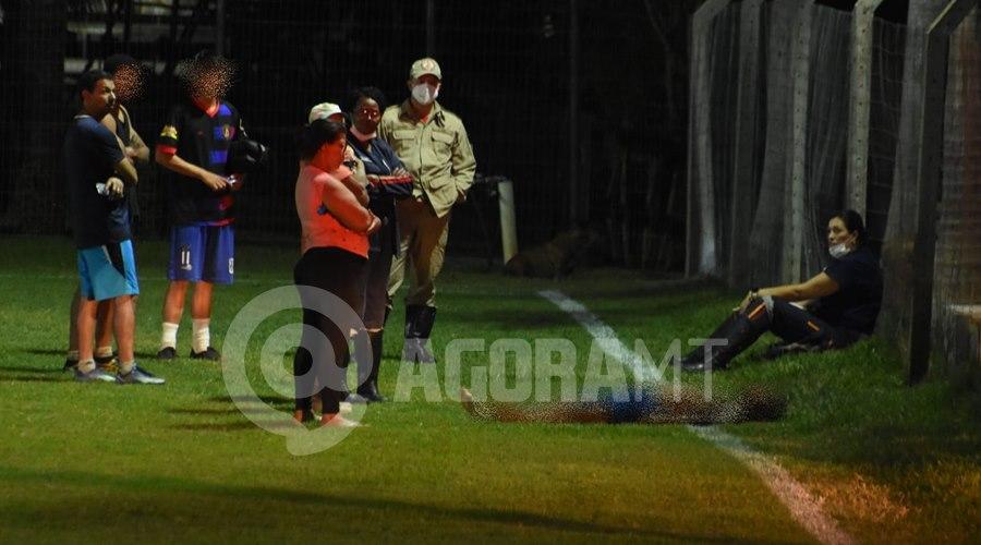 Imagem: Garoto morre em partida de futebol Garoto de 17 anos morre durante partida de futebol em Rondonópolis