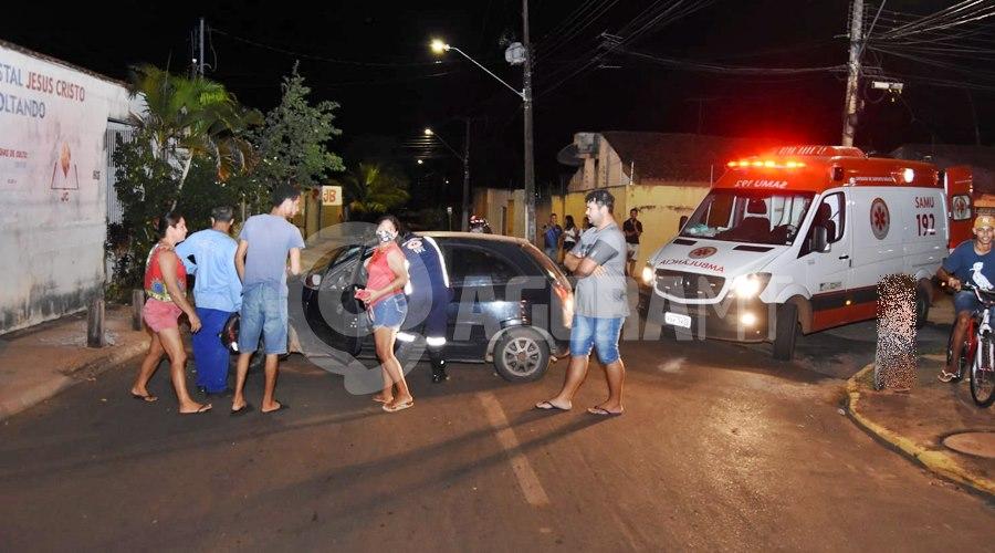 Imagem: Local do acidente entre o Conjunto Sao Jose e Joao de Barro Motorista fica com a cabeça ferida após bater carro em toco