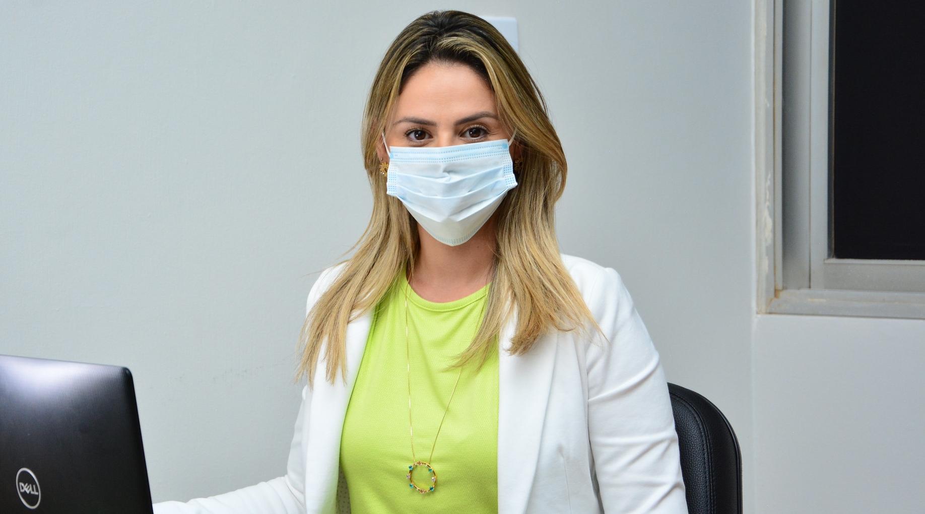 """Imagem: Michelly Alencar """"No momento mais grave da pandemia, falta sensibilidade a Emanuel"""""""
