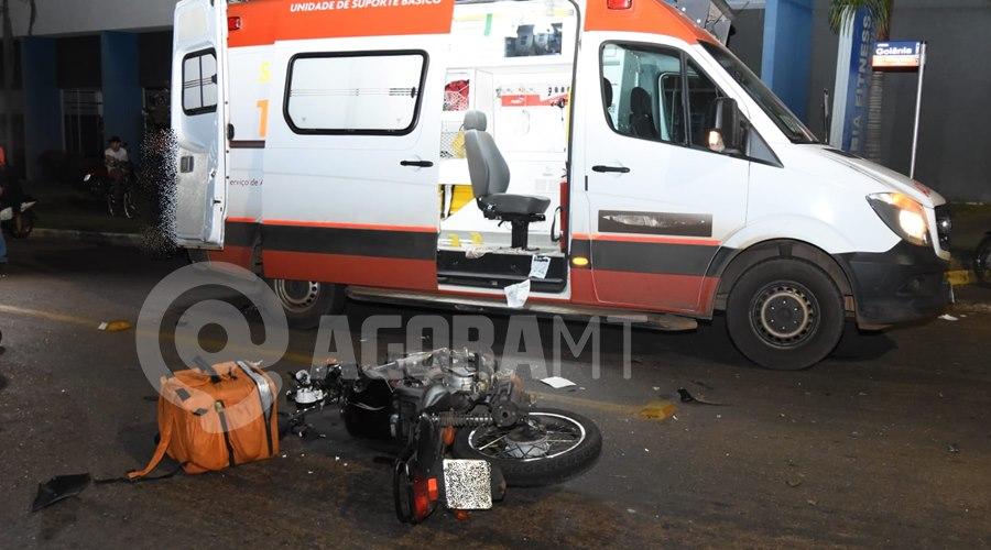 Imagem: Motocicleta do entregador Entregador tem fratura exposta em braço e perna após acidente