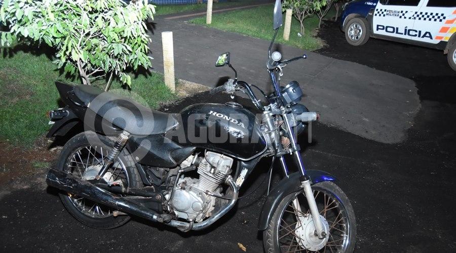 Imagem: Motociclta recuperado pela PM Força Tática prende 'figurinha do tráfico' e apreende moto