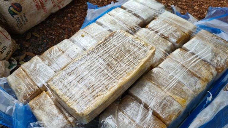 Imagem: PRF apreensao droga.jpeg6 Policiais encontram quase meia tonelada de cocaína em caminhão tanque