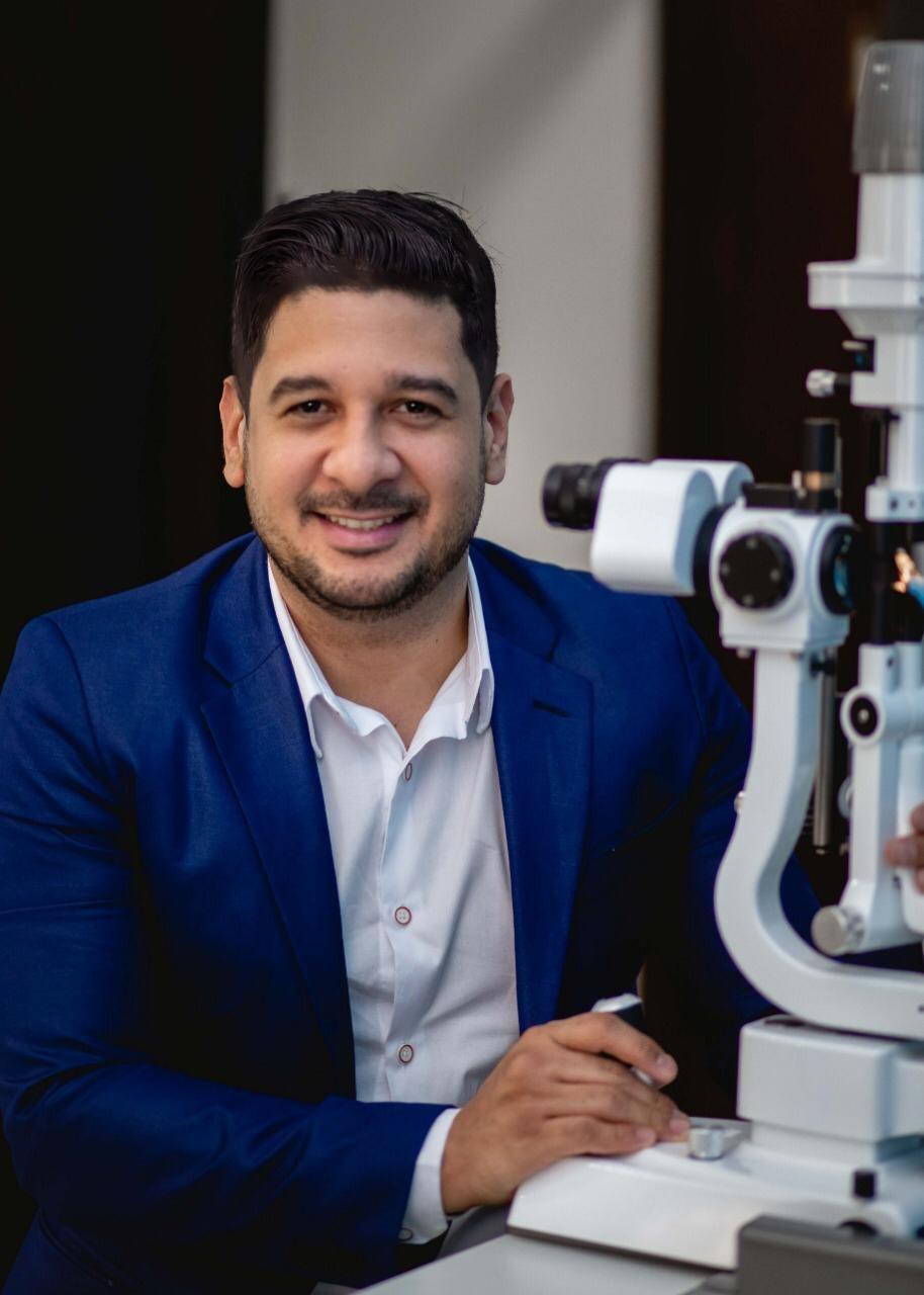 Imagem: Renan Ferreira e medico oftalmologista Como a Hipertensão Arterial pode afetar os nossos olhos