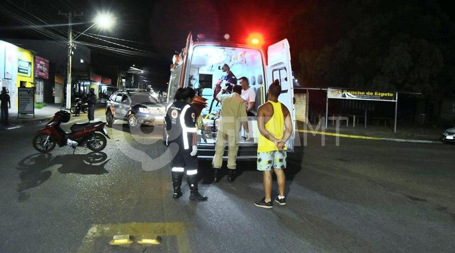 Imagem: Samu socorendo as vitimas Acidente entre duas motos é registrado em Rondonópolis