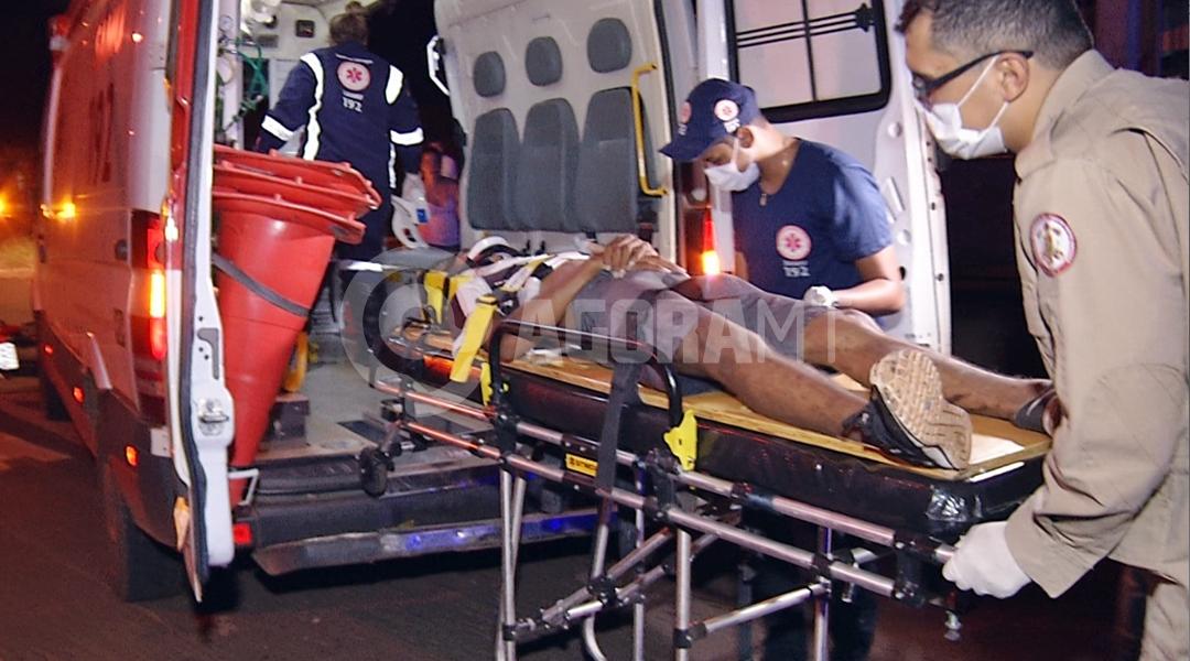 Imagem: Samu socorrendo vitima de acidente no Cidade Alta Cleber Araujo TV CIDADE RECORD Motociclistas ficam feridos após colisão no Cidade Alta