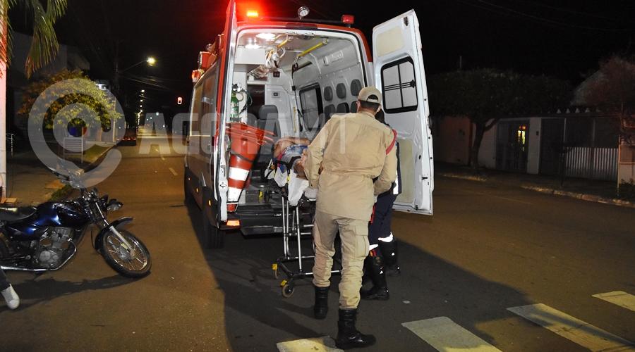 Imagem: Socorristas do Samu prestando atendimento a vitima Maqueiro que trabalha em hospital de Rondonópolis é baleado no tórax