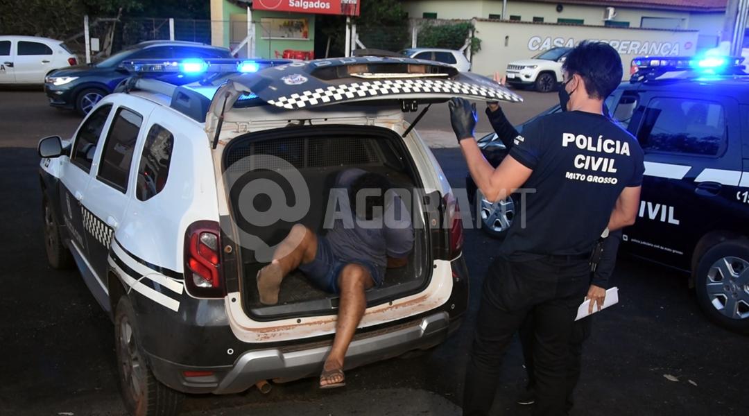 Imagem: Suspeito de homicidio chegando da DP Polícia prende suspeito de homicídio em menos de 24h após o crime