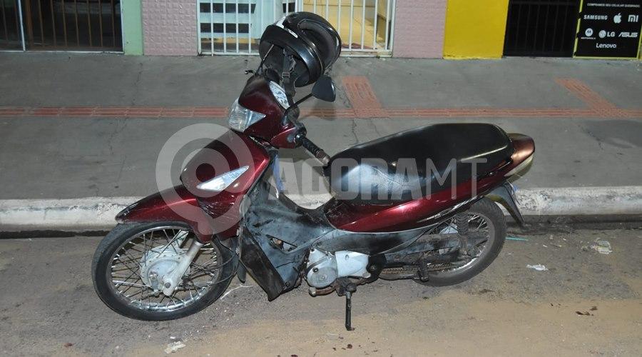 Imagem: Uma das motocicletas envolvidas no acidente Acidente entre duas motos é registrado em Rondonópolis