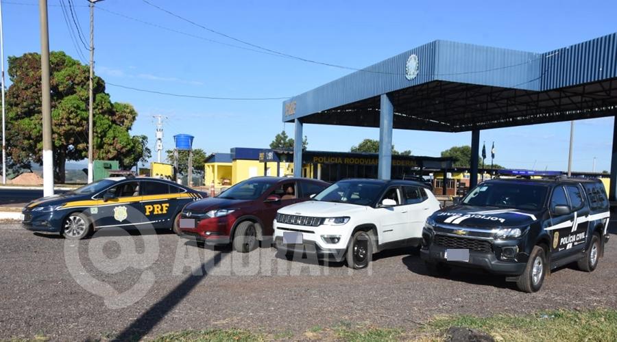 Imagem: VEICULOS APREENDIDOS Polícia prende trio suspeito de integrar quadrilha de tráfico de drogas