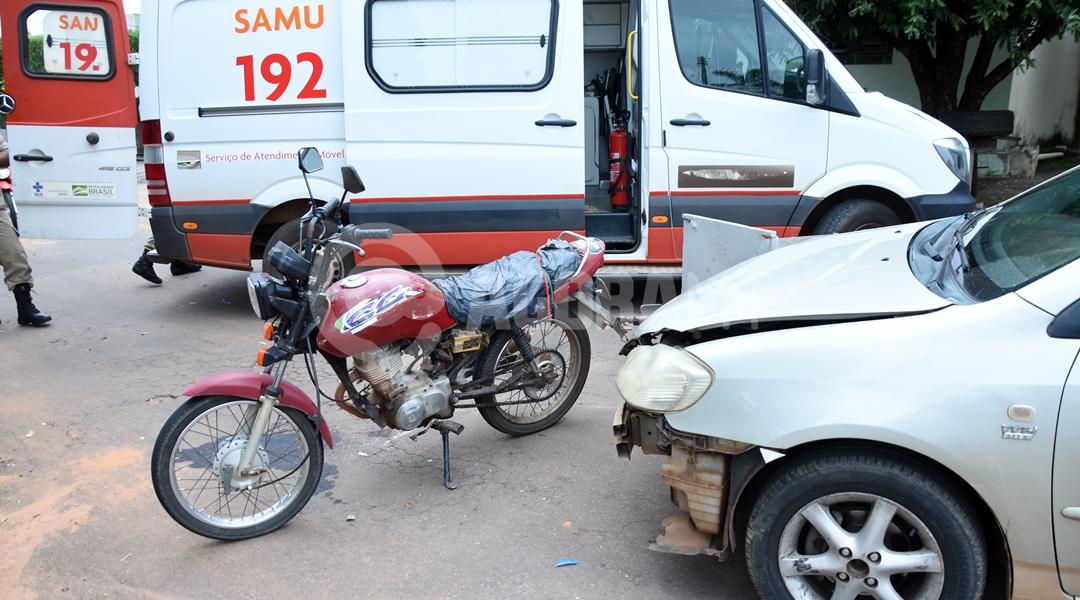 Imagem: Veiculos envolvidos em acidente no Jardim Santa Clara Carro invade preferencial e acerta motociclista que fica ferido