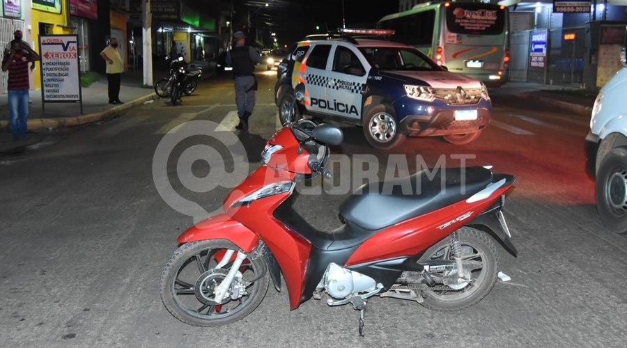 Imagem: Viatura da PM no loca do acidente Acidente entre duas motos é registrado em Rondonópolis