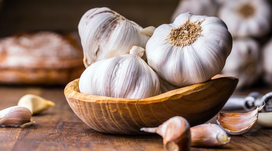 Imagem: alho Conheça os 4 alimentos que vão turbinar a sua imunidade