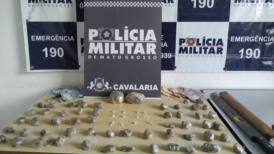 Imagem: apreensao droga cavalaria cuiaba Polícia Militar flagra suspeito com 70 porções de droga