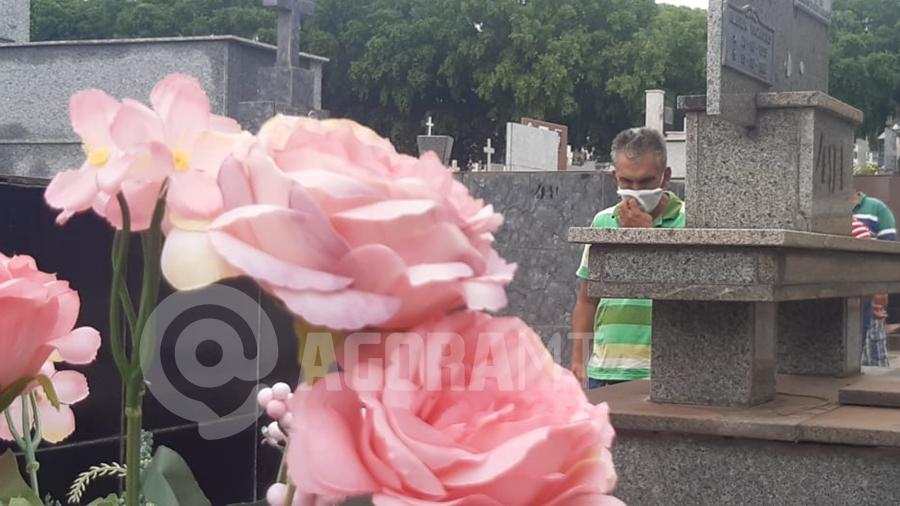 Imagem: cemiterio covid 19 morte obitos pandemia foto pedro couto Em 24 horas, MT tem 67 mortes e mais de 1,3 mil casos de Covid