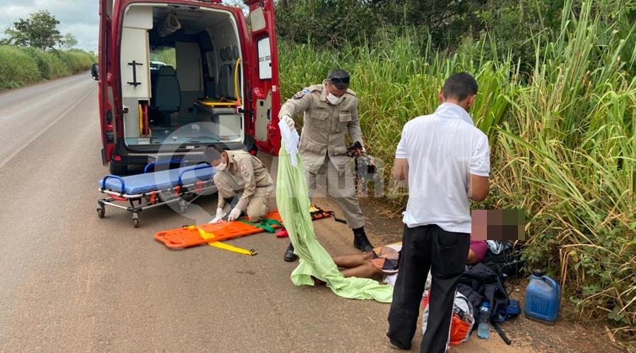 Imagem: dfa1d65b 8008 4c6f 8bf3 cb3ea2c3ac0c Motorista perde o controle e carreta tomba na MT-358