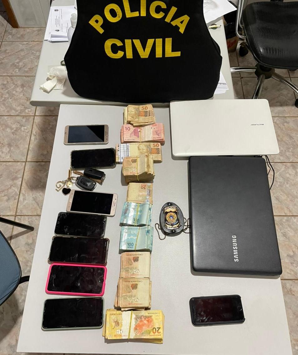 Imagem: dinheiro alto garcas Escrivã 'ad hoc' é presa após furtar drogas de Delegacia