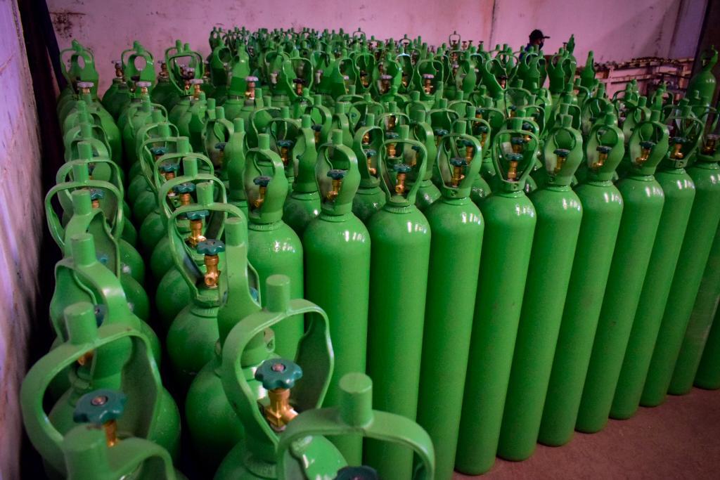 Imagem: entrega cilindros oxigenio 2 'Oxigênio Solidário' arrecada R$ 1,13 milhão em cilindros e carga