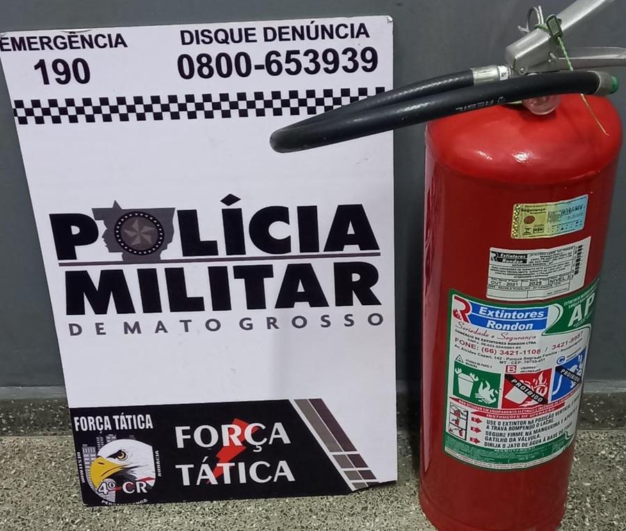 Imagem: extintor furtado 1 Homem é preso carregando extintor furtado de Escola