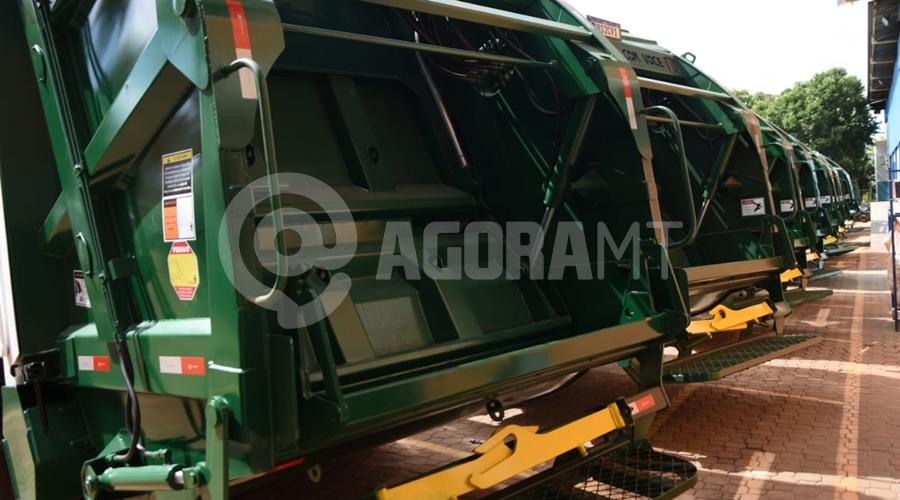 Imagem: f05b67d2 518e 4d94 a73a 7438cfa7c582 Caminhões para a coleta de lixo são entregues em Rondonópolis