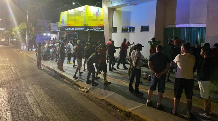Imagem: festa clandestina PM fecha festa clandestina e prende seis em Rondonópolis