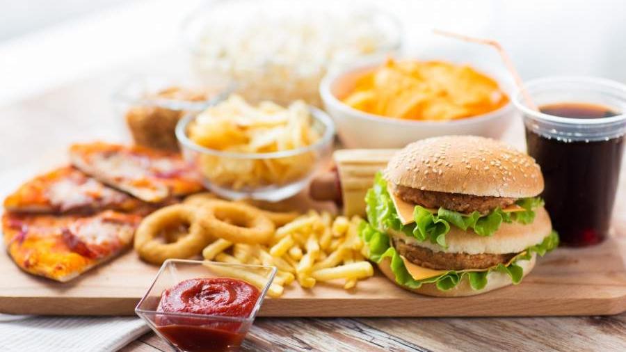Imagem: gordura saturada Confira os alimentos que devem ser evitados | Agora Gourmet
