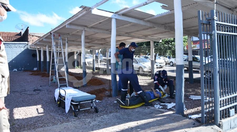 Imagem: jovem cai telhado Jovem fica ferido ao cair de telhado na Vila Marinópolis