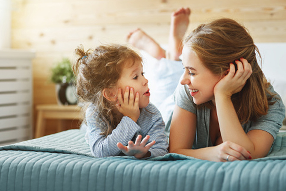 Imagem: mae filha relacao foto banco de imagens Mãe, a primeira experiência de amor