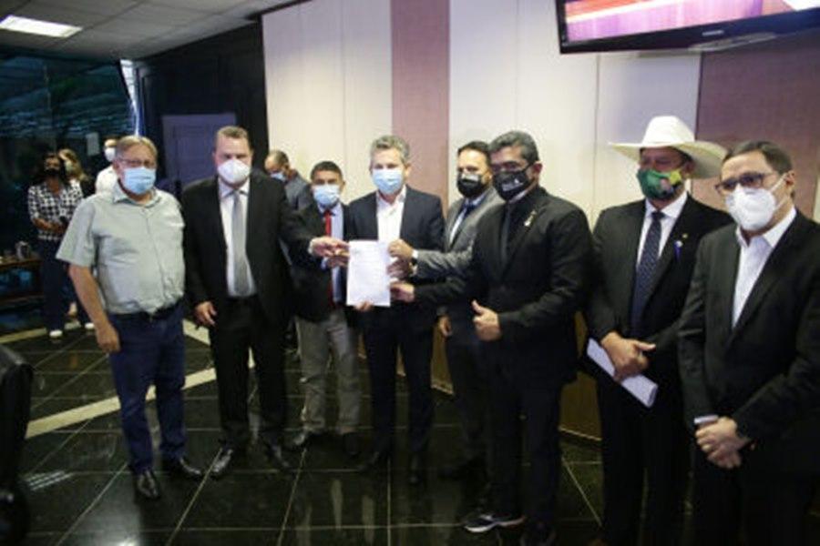 Imagem: reuniao na ALMT Após articulação da ALMT, imunização de profissionais da segurança deve iniciar nesta terça