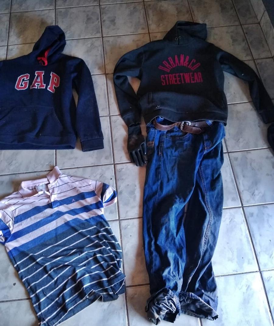 Imagem: roupas utilizadas no crime Casal de adolescentes é apreendido e jovem preso após roubo a sítio