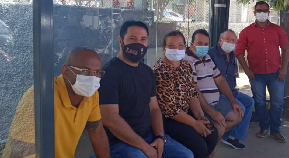 Imagem: veradors hr Vereadores fazem plantão na porta do Hospital Regional em Rondonópolis