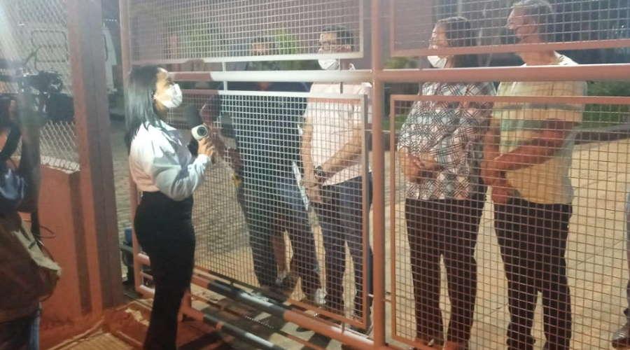 Imagem: veread hr Secretário de Saúde e vereadores foram impedidos de entrar no Hospital Regional