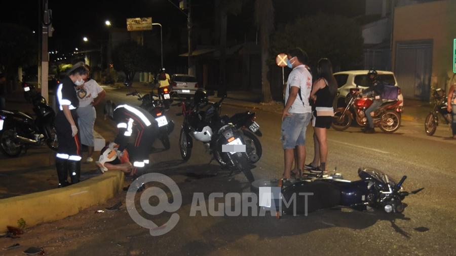 Imagem: vitima acidente rondonopolis Motociclistas ficam feridos após colisão em cruzamento