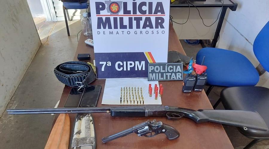 Imagem: 47724290 ef62 45a8 be88 35234a89f956 Polícia apreende armas e encontra cachorros em gaiola