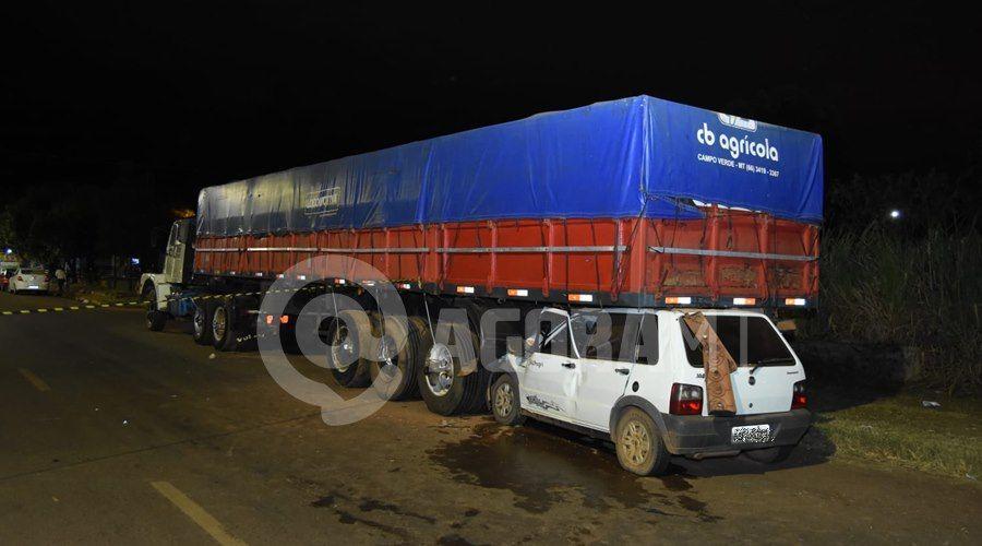 Imagem: Acidente proximo ao viaduto Uno vai parar embaixo de carreta após acidente próximo ao viaduto